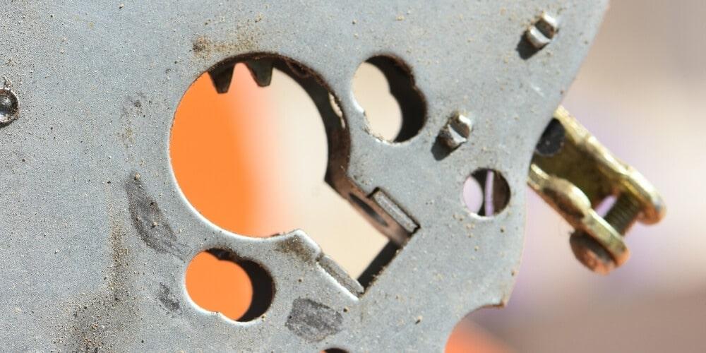 החלפת צילינדר – מרגישים שהמפתח בקושי נכנס לפתחו הייעודי? אתם צריכים להפעיל כוח בכדי לפתוח ולנעול את הצילינדר? הגיע הזמן להחליף אותו!